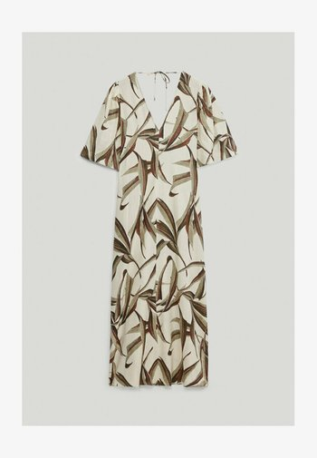 MIT BLÄTTERPRINT  - Robe d'été - white
