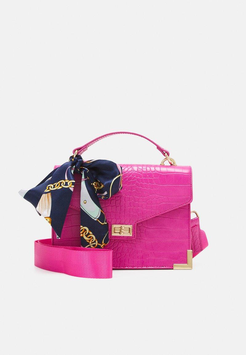 Pieces - PCABBELIN CROSS BODY - Handbag - hot pink/gold