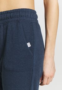 Cotton On Body - CROPPED GYM TRACKPANT - 3/4 sports trousers - dark blue - 4