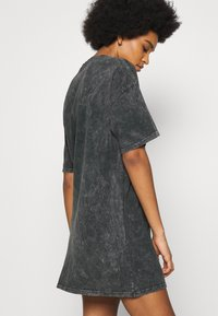 Nly by Nelly - EXTRA TEE DRESS - Jersey dress - grey - 4