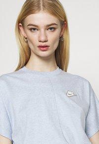 Nike Sportswear - EARTH DAY - Print T-shirt - light armory blue/heather white - 4