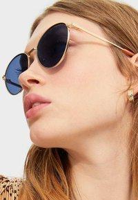 Stradivarius - MIT GESTELL - Sunglasses - blue - 2