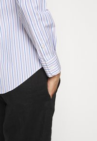 Lauren Ralph Lauren - NON IRON SHIRT - Button-down blouse - white/blue - 4