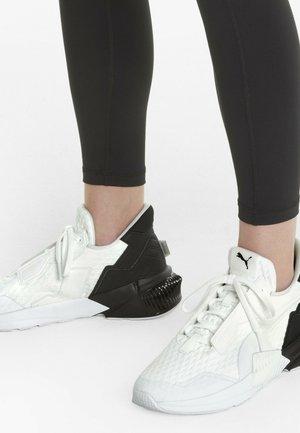 Sneaker low - puma white-puma black
