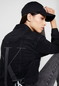 Calvin Klein Jeans - MONOGRAM WITH EMBROIDERY - Kšiltovka - black - 4