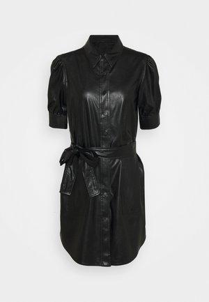 ABITO CHEMISIER SPALMATO CON CINTURA - Shirt dress - nero
