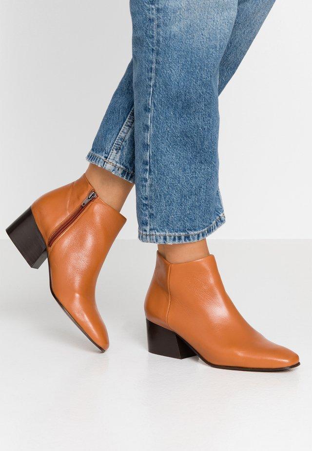 DAPPER - Ankle boot - tan