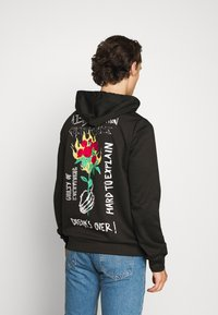 Sixth June - HARDROCK HOODIE - Bluza z kapturem - black - 0