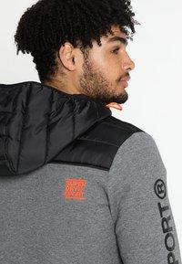Superdry - GYM TECH CHEVRON HYBRID - Training jacket - urban grey heather - 4