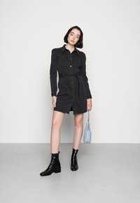 Vero Moda - VMMAGGIE SHORT DRESS - Denim dress - black - 1
