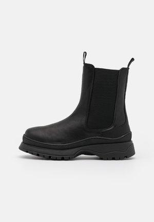 SLFLUCY - Kotníkové boty na platformě - black