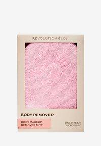 Make up Revolution - REVOLUTION BODY PERFECTING MU REMOVER CLOTH - Akcesoria do makijażu - - - 3