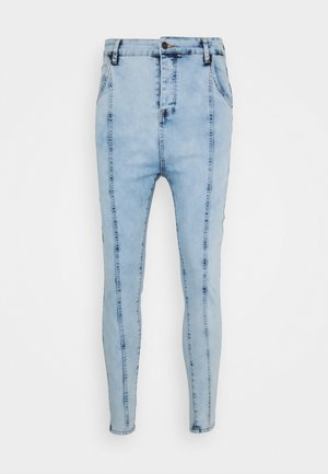 DROP CROTCH PLEATED APPLIQUE  - Skinny džíny - light blue