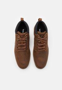 Timberland - BRADSTREET GHILLIE CHUKKA - Šněrovací kotníkové boty - rust - 3