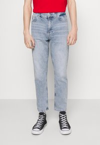 Tommy Jeans - DAD JEAN REGULAR TAPERED - Jeans straight leg - denim - 0