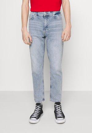 DAD JEAN REGULAR TAPERED - Jeans straight leg - denim
