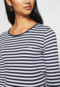 Tommy Jeans - STRIPED CROP LONGSLEEVE - T-shirt à manches longues - twilight navy/white - 5