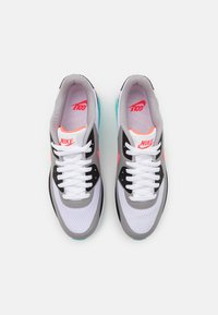 Nike Golf - AIR MAX 90 G - Golfschoenen - white/hot punch/black/aurora green - 3