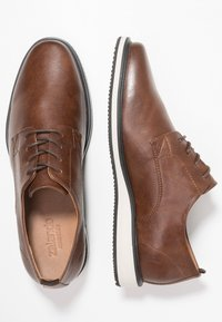 Zalando Essentials - Casual lace-ups - brown - 1