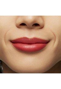 MAC - LOVE ME LIPSTICK - Lipstick - mom, i am a rich man - 3