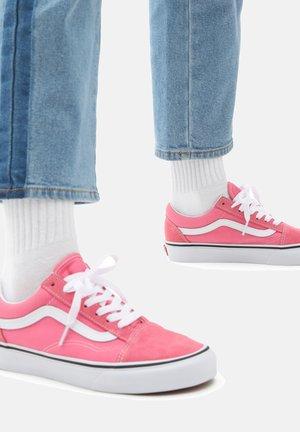 UA OLD SKOOL - Zapatillas - pink lemonade/true white