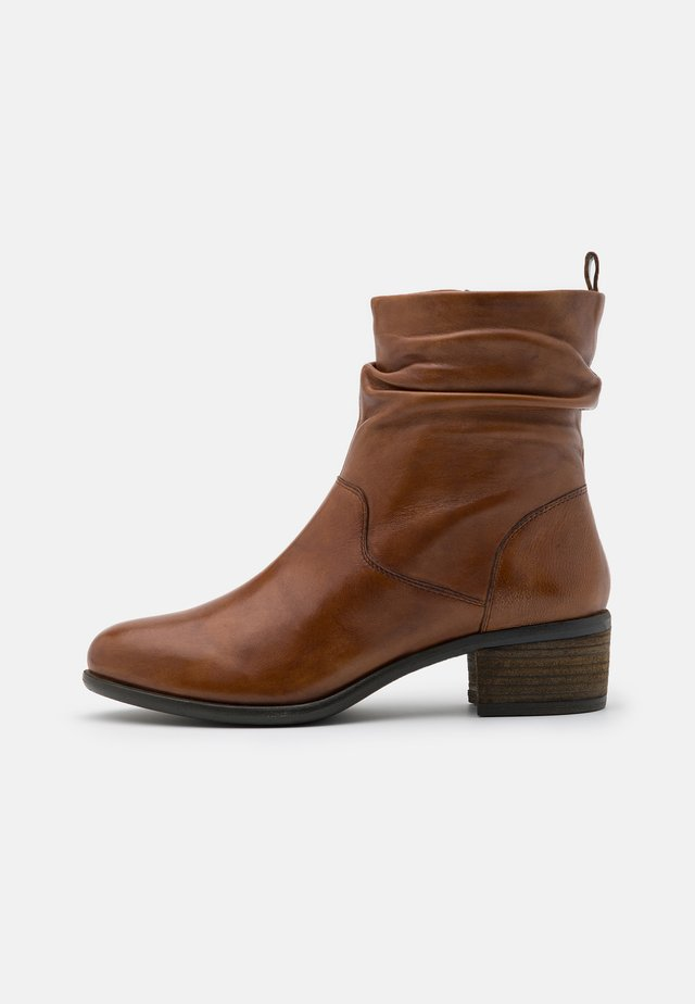 DUSTIN - Bottines - cognac