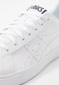 ASICS SportStyle - CLASSIC CT - Sneakers - white - 5