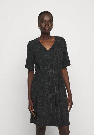 DAMERINO - Pletené šaty - black