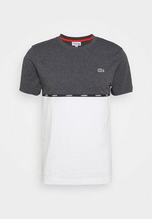 T-shirt con stampa - pitch chine/flour gladiolus