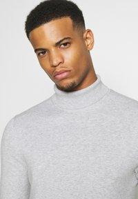 Burton Menswear London - FINE GAUGE ROLL  - Trui - light grey - 3