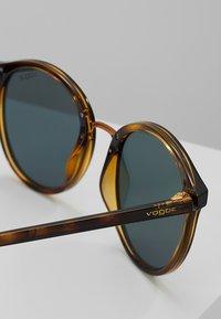 VOGUE Eyewear - Sluneční brýle - black/rose gold - 2