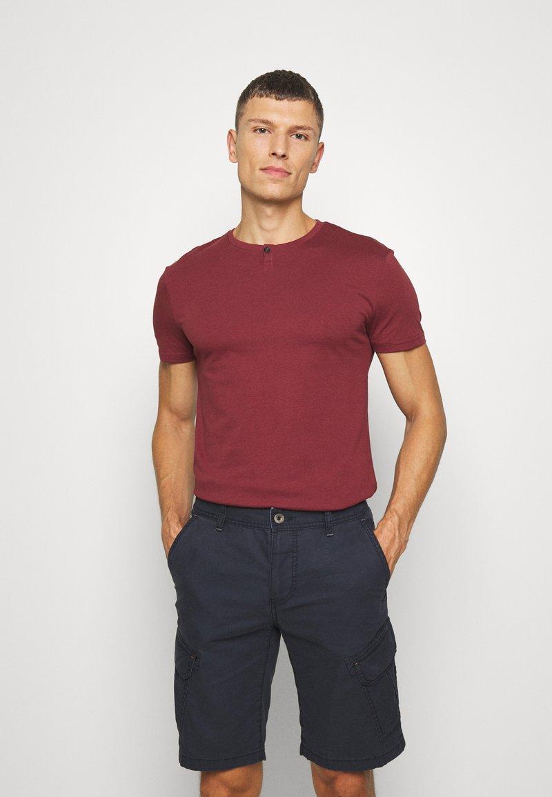 Pier One - Basic T-shirt - bordeaux