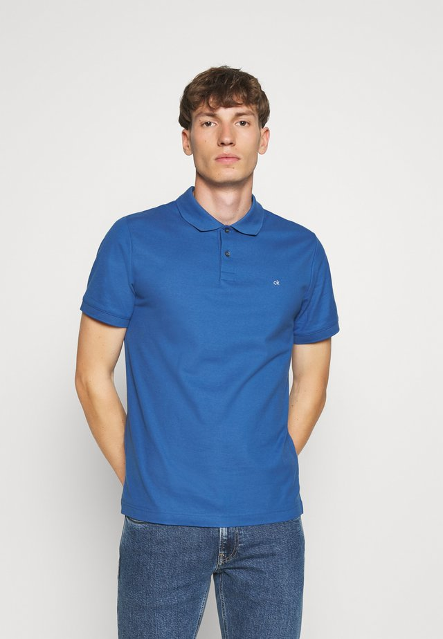 REFINED LOGO SLIM - Polo shirt - blue
