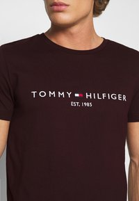 Tommy Hilfiger - LOGO TEE - T-shirt print - red - 5