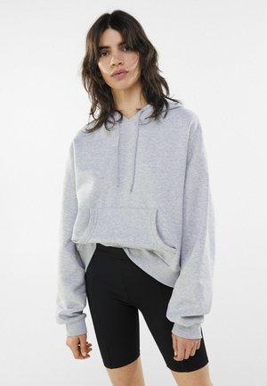 MIT PATENTBÜNDCHEN - Shorts - black