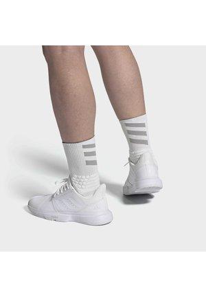 COURTJAM BOUNCE MULTICOURT LEATHER TENNIS SHOES - Kengät kaikille alustoille - white