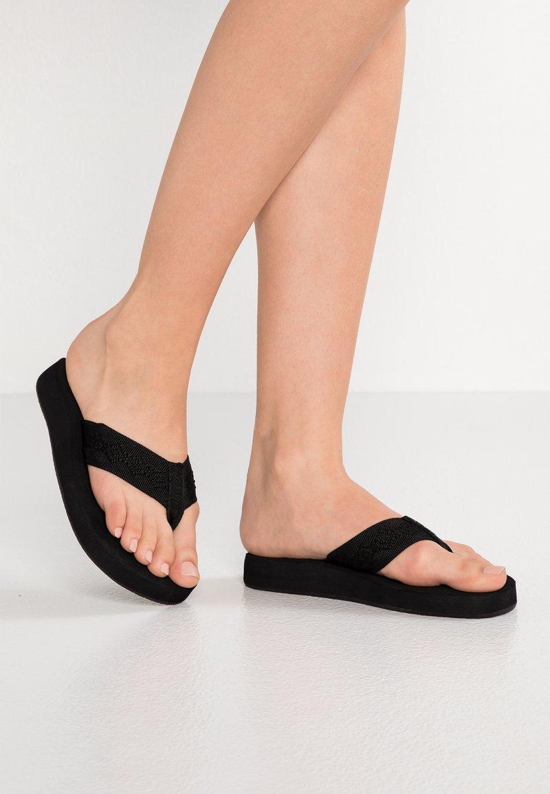 Reef - SANDY - Sandály s odděleným palcem - black