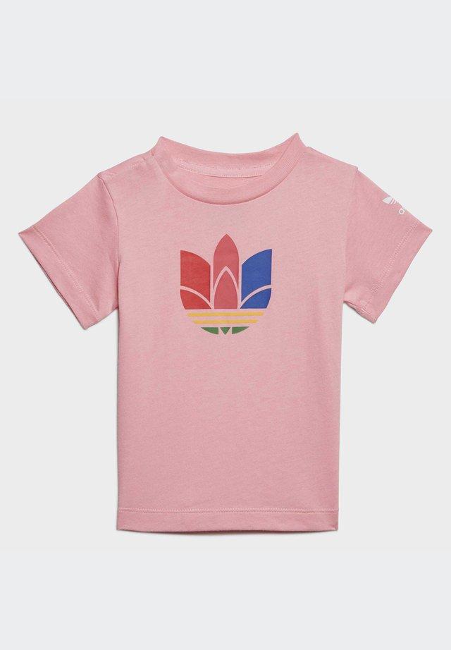 ADICOLOR 3D TREFOIL - T-shirt imprimé - pink