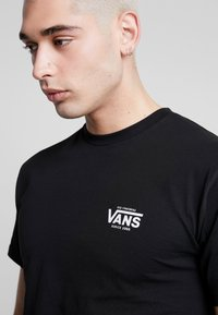 Vans - LOST AT SEA - Print T-shirt - black - 4