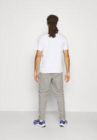 Ellesse - RIGARIO TRACK PANT - Trainingsbroek - light grey - 2