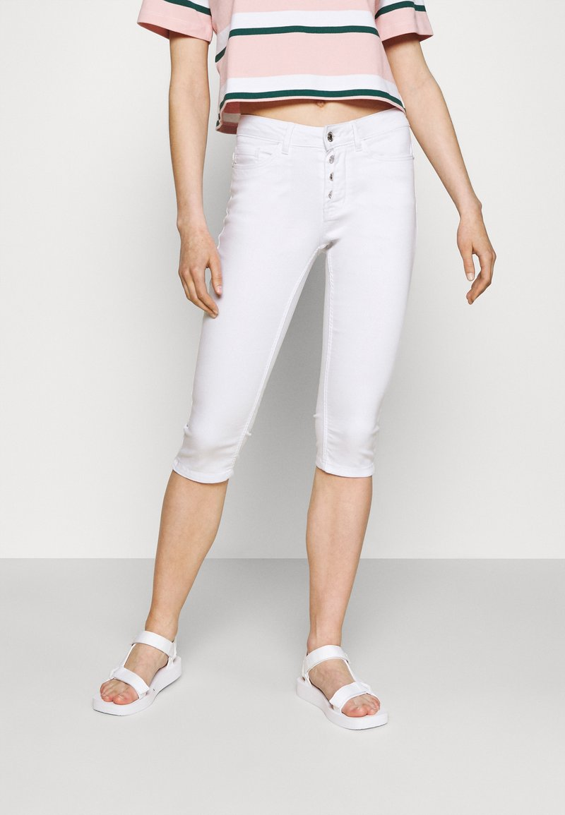 Vero Moda - VMSEVEN BUTTON FLY - Denim shorts - bright white