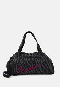 Nike Performance - GYM CLUB - Sportovní taška - black/fireberry - 1