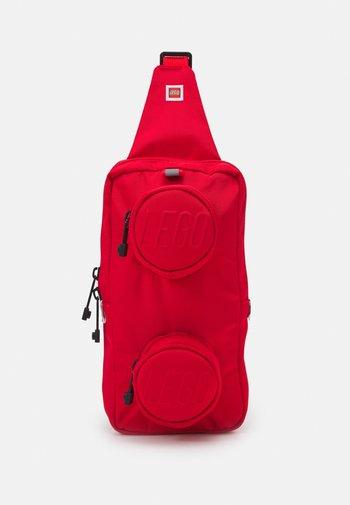 BRICK 1X2 SLING BAG UNISEX - Across body bag - bright red