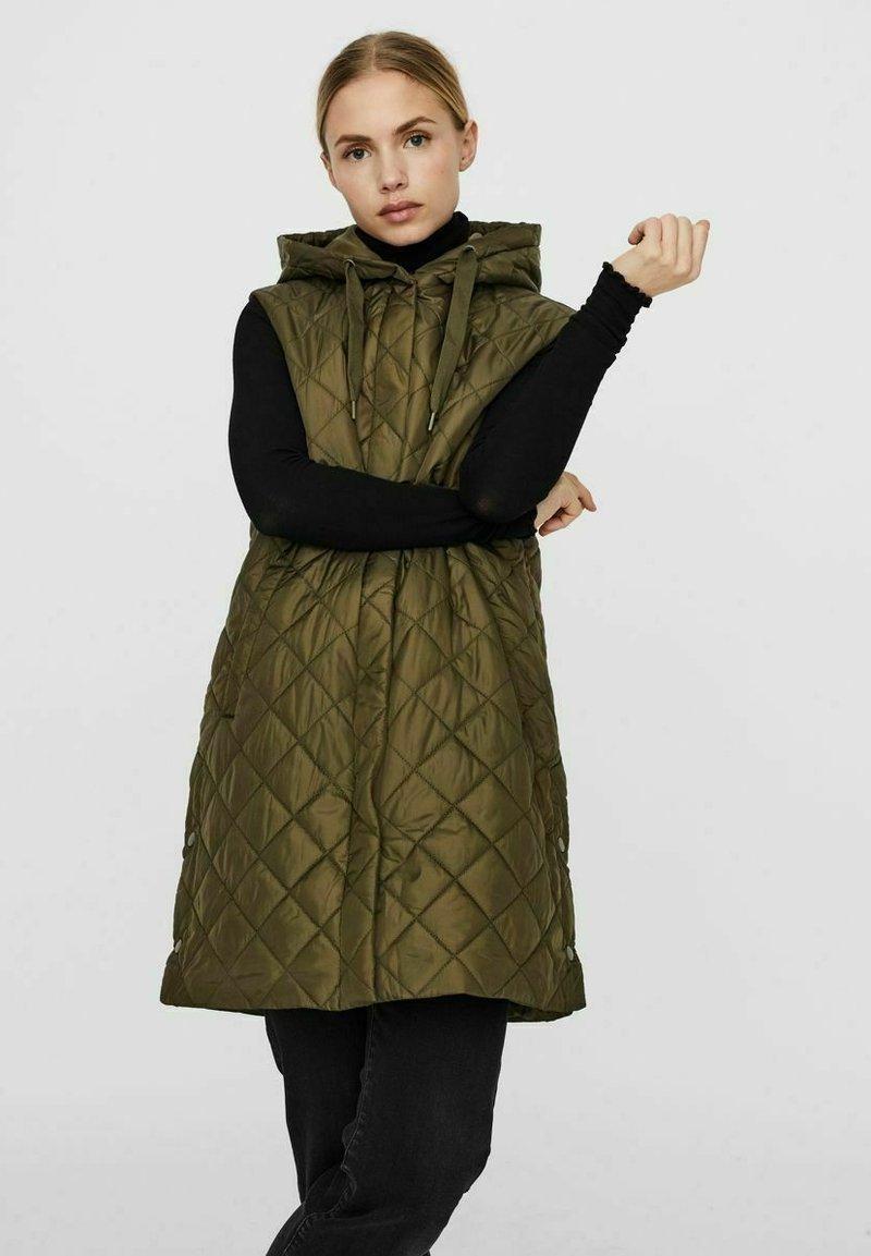Vero Moda - Waistcoat - ivy green