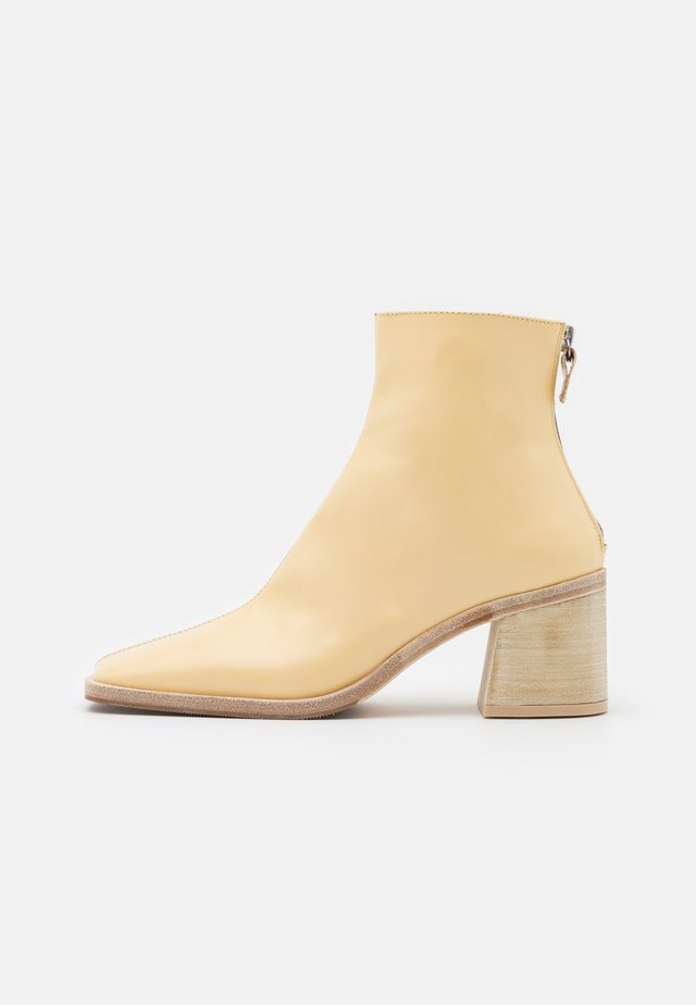 IVY - Classic ankle boots - crema