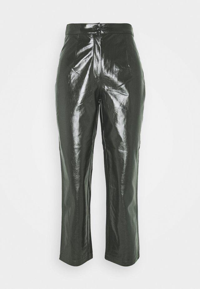 KANI TROUSERS - Pantalon classique - grün