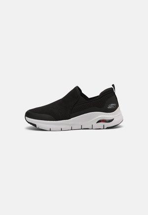 ARCH FIT BANLIN - Sneakersy niskie - black