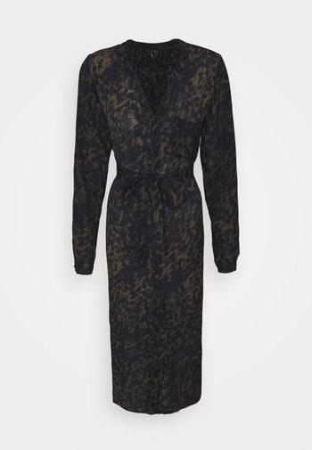 VMGILLEA SHIRT DRESS VIP - Kjole - dark olive/gillea