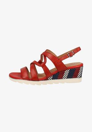 Sandály na klínu - red