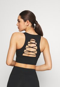 Good American - CRISS CROSS CROP TOP - Top - black - 2